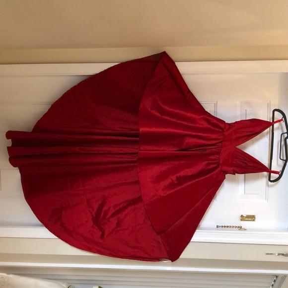 87f67a4872a Lizbeth Classic Twist Formal Dress. M 5bfc3f09a5d7c62d4fbe9c96